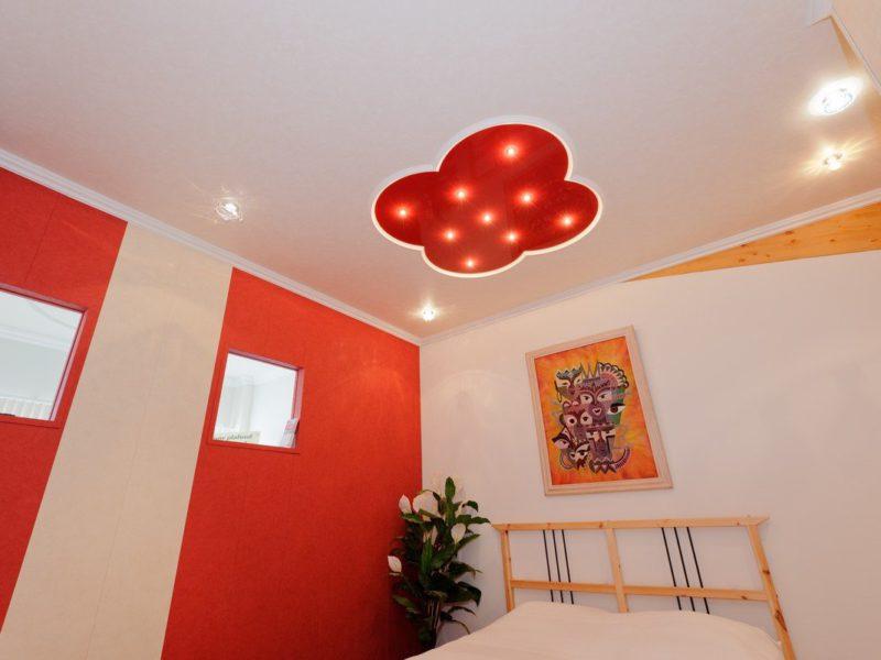 spanplafond met ingebouwde spots
